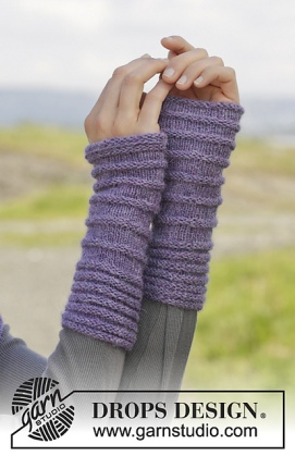 158-6 Chloe Wrist Warmers by DROPS Design