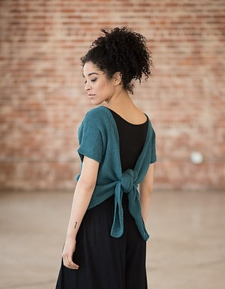 Knitted tee with tie-back. Knitting pattern: Tuberose by Amy Christoffers