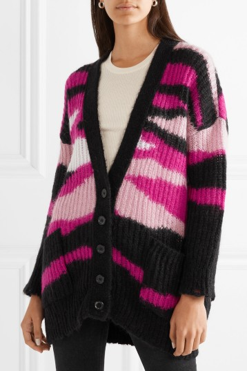 Camouflage effect, intarsia cardigan in pinks and black, by Valentino. Autumn Winter 2018-2019.